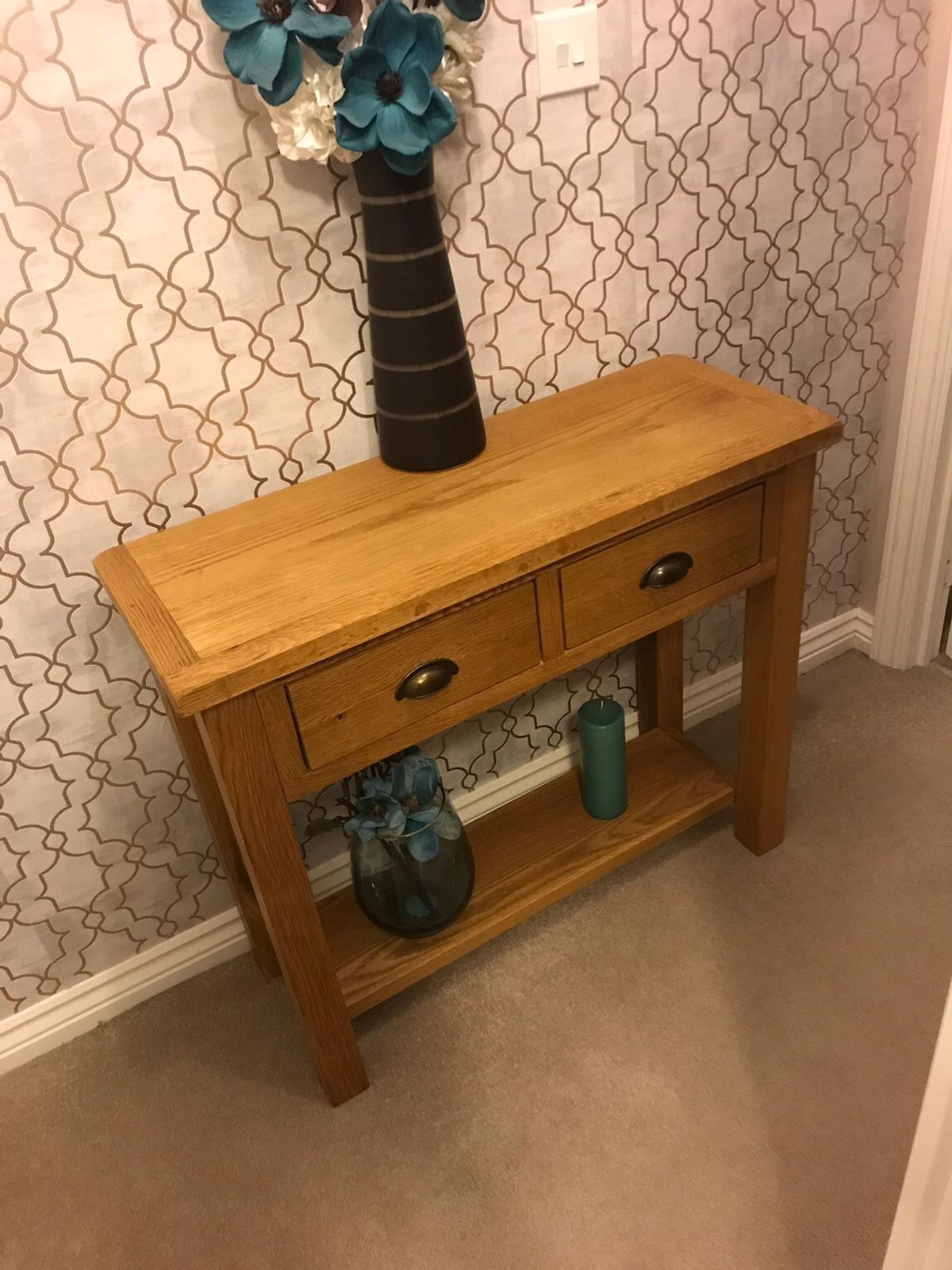 Wiltshire Oak Console Table In Dy1, Wiltshire Oak Console Table With Storage Baskets