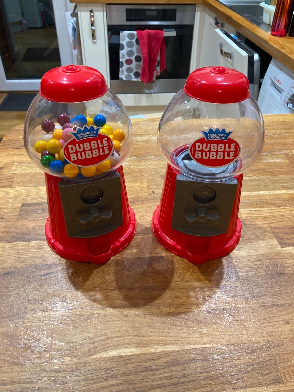 Plastic bubble gum machines in good used condition. Approx 22cm high I have 2 of these for sale for £2.00 each. From smoke and pet free house Cash on collection only