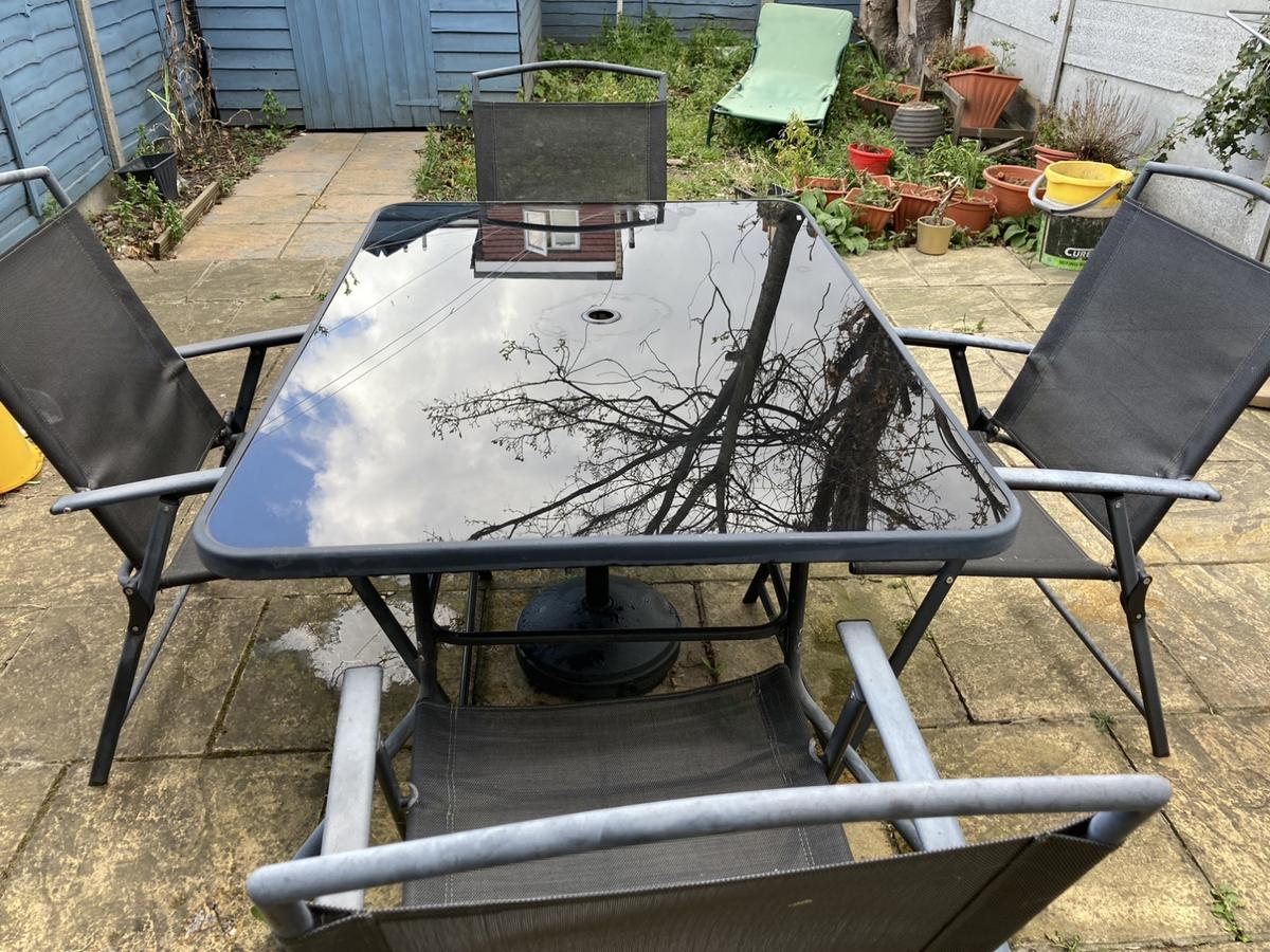 Garden glass table and foldable chairs green/grey