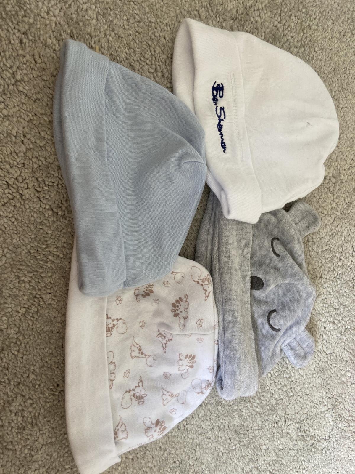 4x baby hats. Ben Sherman (one size) grey hat with ears (up to 1 month) blue hat and white dinosaur hat (both 3-6 months) collect from B79