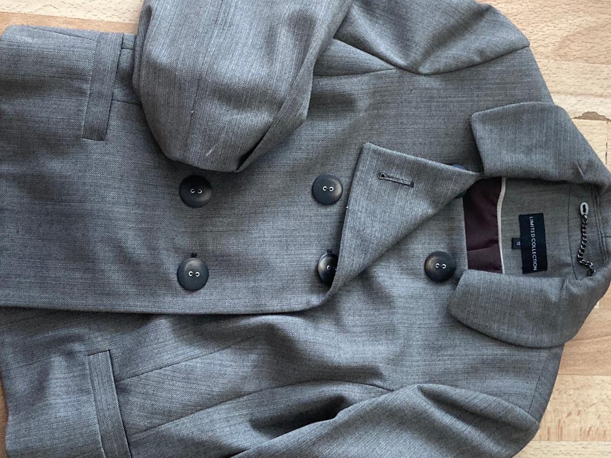 Puffy sleeve M&S jacket. Good as new only warn twice. Looks great with slim leg jeans or long pleated skirts. Can be dressed up or down, your choice. Size 10.