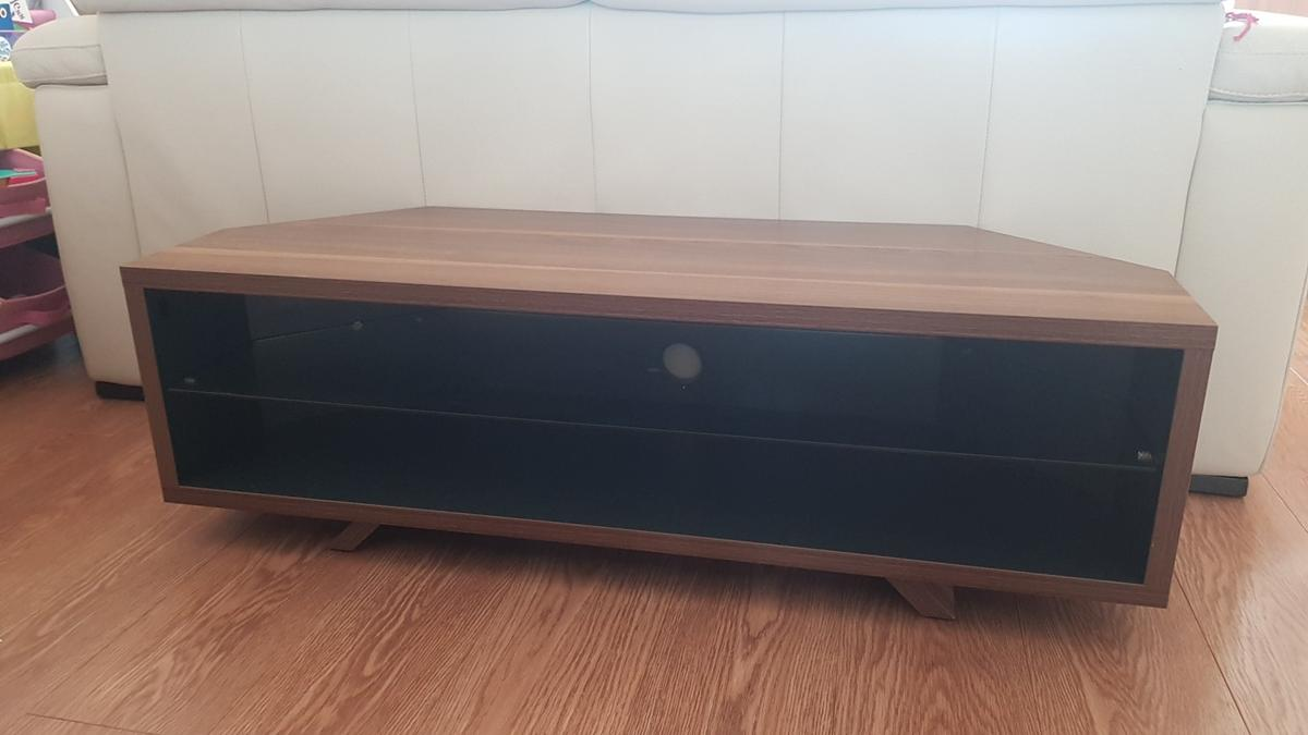 tv stand very good condition