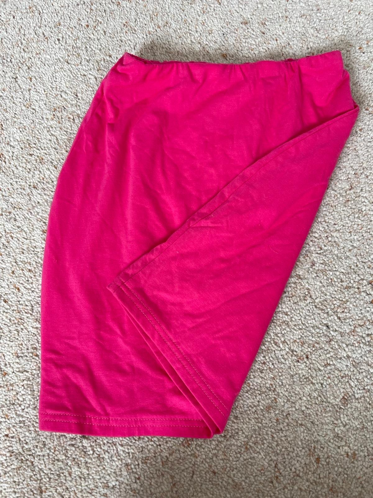 Topshop quality pink bodycon mini skirt. Tags have been removed but has only been worn to try on. Immaculate condition. Collection or happy to post at buyers cost.